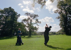 2 golfers playing a round of golf