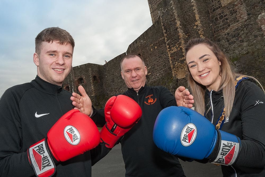 Deputy Mayor dons the gloves as boxers prepare to come out fighting for local sports clubs image